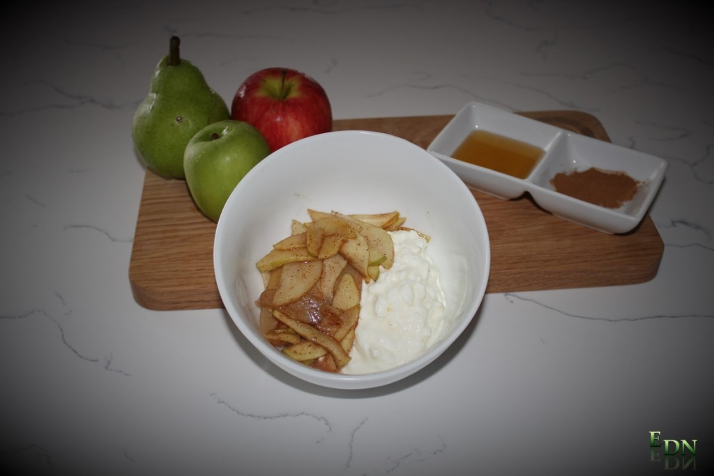 Simple Cottage Cheese with Warmed Apple and Pear